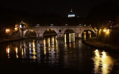 Night view of the bridge and Tiber