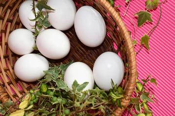 カゴに入った卵