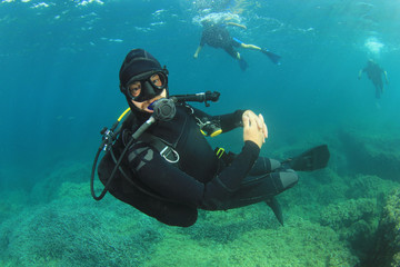 Scuba diving instructor supervises open water students