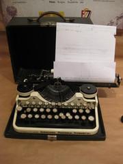 Maquina de escribir, fotocopiadora.