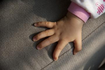 bébé main