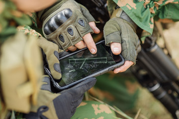 commander paves the route on an electronic tablet