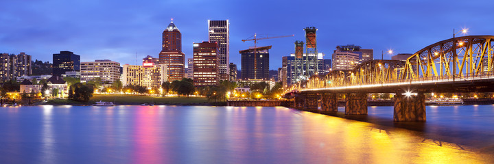 Skyline of Portland, Oregon at night