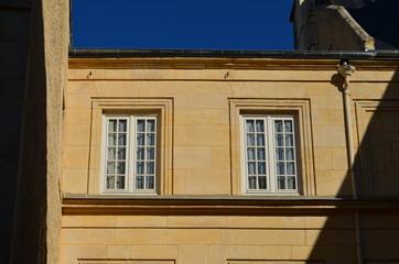 Photos illustrations et vid os de petits carreaux for Fenetre quadrillee