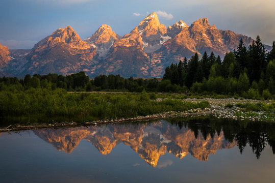 Sunrise from Schwabachers landing in the Grand Teton National Park in Wyoming.