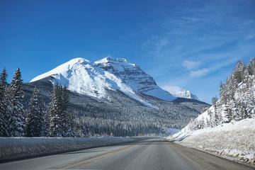 Foto auf Gartenposter Reflexion empty road in winter at Banff National Park Canada