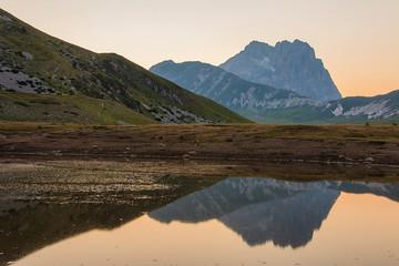 Lago di Pietranzoni al tramonto