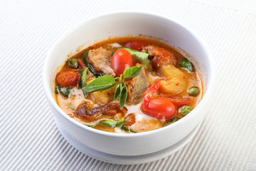 Kaeng Pled Ped Yang (Roasted Duck in Red Curry), Popular Thai fo