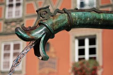 Spoed Fotobehang Fontaine détail fontaine ancienne à Colmar