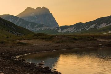Campo imperatore, Lago di Pietranzoni tra l'ultimi raggi