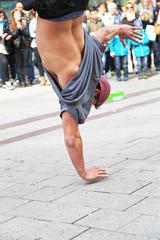 Breakdancer in Fußgängerzone