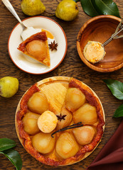 Pear tart Tatin with caramel.