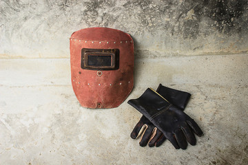 Welding mask and gloves