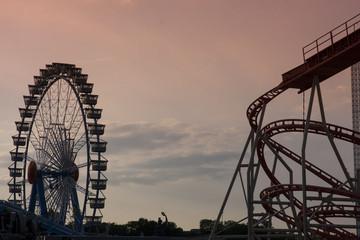 Abendstimmung Achterbahn und Riesenrad
