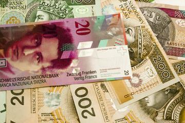 Obraz Banknoty polskie i frank szwajcarski - fototapety do salonu