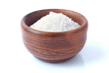 Глиняная солонка с солью