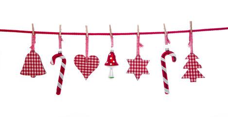Freigestellte Dekoration in rot weiß kariert zu Weihnachten.