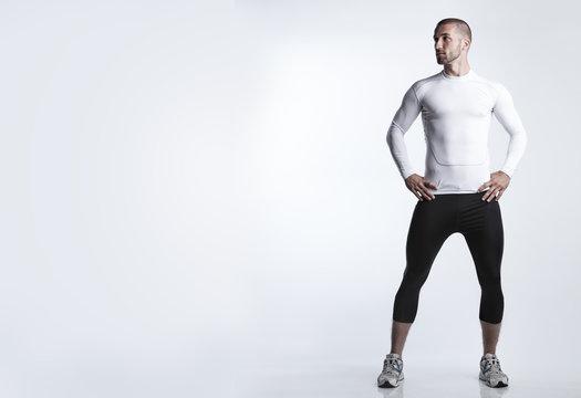 Durchtrainierter Mann in Sportdress
