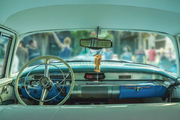 wnętrze starego samochodu, Kuba