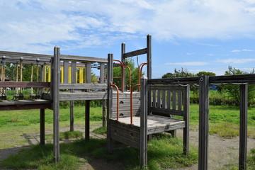 木製の遊具/山形県庄内地方の公園で、木製の遊具を撮影した写真です。