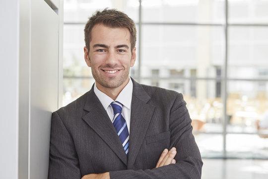 Portrait eines jungen Geschäftsmannes