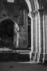 ombre et soleil abbaye ruine