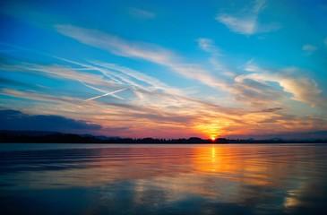 Sonnenuntergang mit schöner Wolkenstimmung Bodensee