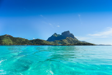 Paesaggio mare e montagna isola Bora Bora