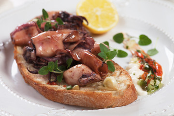 Grilled squid on toasted bread
