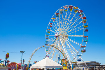 Printed kitchen splashbacks Amusement Park Giant ferris wheel in Amusement park with blue sky background