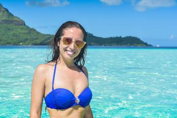Ritratto ragazza con bikini blu
