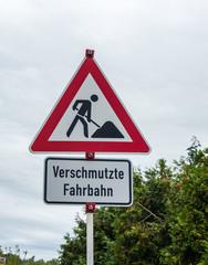 Baustelle Verschmutzte Fahrbahn Schild
