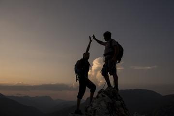 Foto op Aluminium Alpinisme zirvede başarıyı kutlamak & zafer sevinci