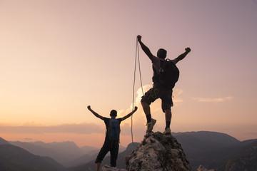 Foto op Aluminium Alpinisme hedefe iple tırmanış başarısı ve mutluluğu