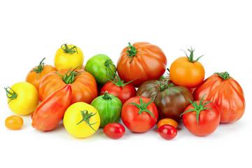 tomates multicolores sur fond blanc