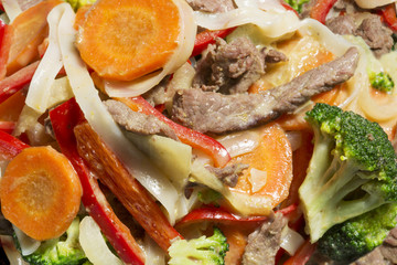 Thai noodles with vegetables and beef in oyster sauce