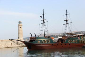 Bateau de pirates Réthymnon Crète