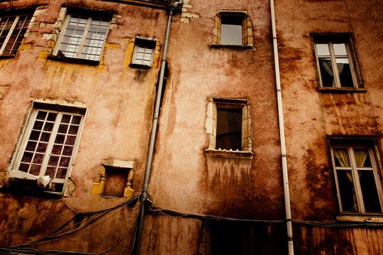 mur immeuble orange ocre sud habitation vieux appartement se log