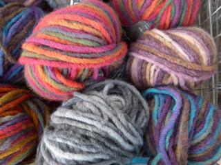 Colorful, fluffy wool - Bild -