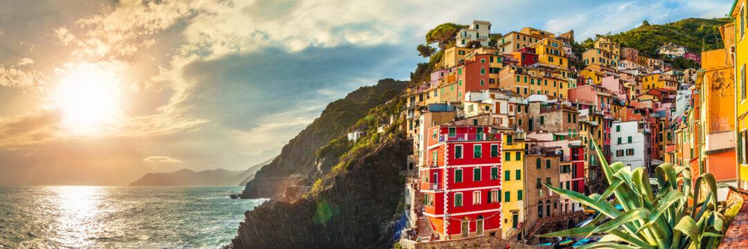 Riomaggiore panorama, Cinque Terre, Italy