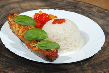 Gefüllte Zucchini, Reis, gedünstete Paprika und Tomaten, Gemüse,