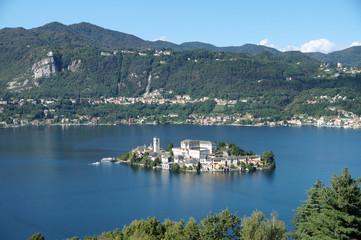 Zelfklevend Fotobehang Meer / Vijver San Giulio Island is an island in Lake Orta in Piedmont, northwestern Italy