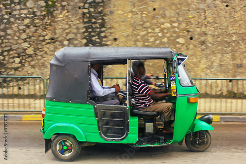tuk tuk in sri lanka stockfotos und lizenzfreie bilder. Black Bedroom Furniture Sets. Home Design Ideas