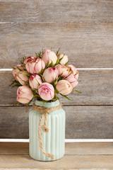 Obraz Bouquet of pink roses in turquoise ceramic vase - fototapety do salonu