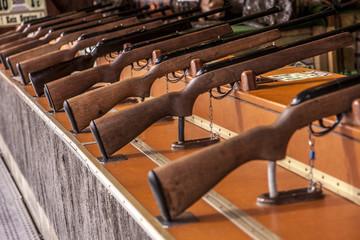 Gewehre bei Schießbude