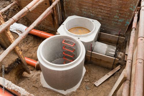 kanalisation betonfertigteile regenwasser und schmutzwasser stockfotos und lizenzfreie. Black Bedroom Furniture Sets. Home Design Ideas