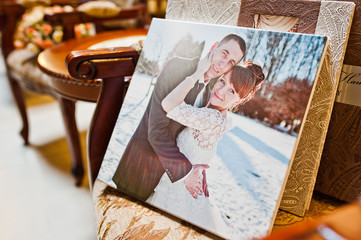 picture of wedding couple in winter