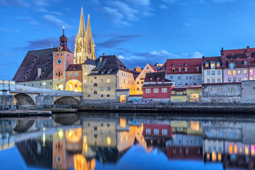 Fototapete - Historical Stone Bridge and Bridge tower in Regensburg