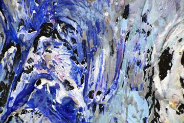 Синие пятна краски на картине