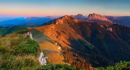 Poster Lavendel Panorama. Cuesta Achishboki and mountain Asbestnaya the last ray